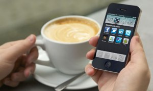 Man-hand-holding-an-iPhon-007